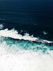 高清深蓝色大海图片大全