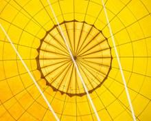 黄色热气球局部特写精美图片