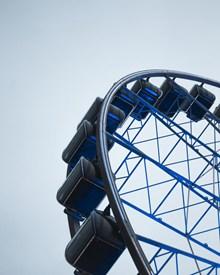 蓝色大型摩天轮局部图片素材