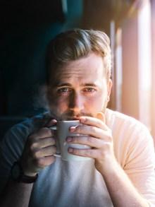 喝咖啡的帅哥图片素材