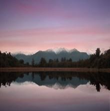 宁静湖泊唯美风景高清图片