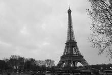 埃菲尔铁塔灰色图片下载