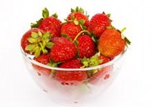 碗里的红草莓精美图片