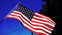 迎风飘扬美国旗帜图片