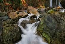 岩石瀑布水流图片素材