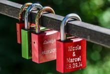 爱情锁近景图片