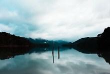 宁静湖泊唯美意境高清图