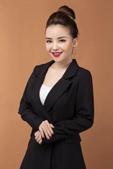 职业微笑商务美女图片