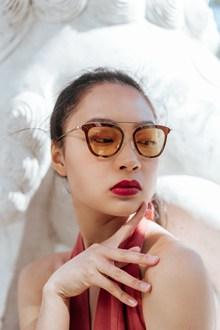 亚洲墨镜美女头像精美图片