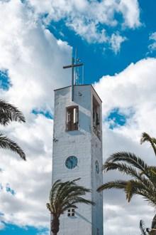 白色教堂建筑外观高清图