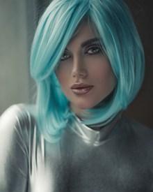 浅蓝色短发发型图片素材