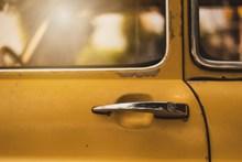 黃色車門局部圖片