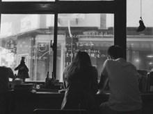 情侣一男一女黑白背影图片大全
