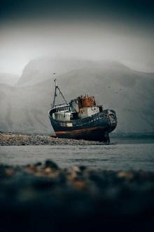 废旧搁浅货轮图片