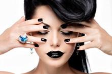 纯黑色唇妆美甲精美图片