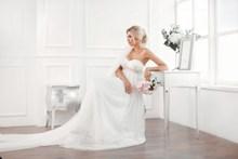 美女白色婚纱写真精美图片