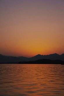 黃昏山水景色高清圖片