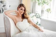 新娘抹胸婚纱写真高清图片