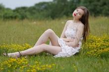 优优人体美女模特高清图片