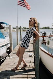 美女戶外時尚氣質寫真精美圖片