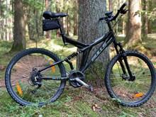 黑色山地自行车高清图片