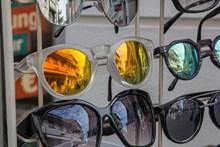 时尚品牌太阳眼镜高清图片