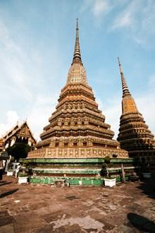 泰国卧佛寺外围建筑图片下载