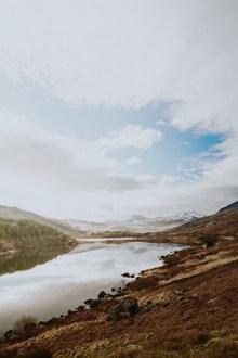 晴空湖泊唯美风景高清图