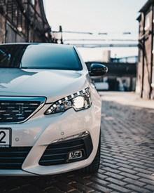 白色品牌汽车图片素材