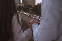 情侣牵手生活照图片大全