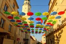漂亮彩色雨伞天幕图片下载