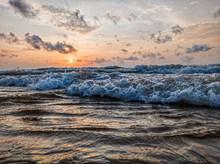 大海海浪翻滚图片大全