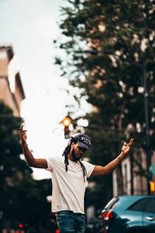 欧美嘻哈男街头高清图