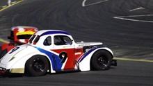 跑道上的赛车图片素材