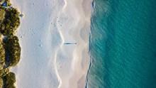 蔚蓝海岸唯美风光航拍图图片