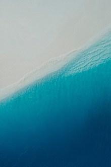 唯美清澈蓝色大海高清图片