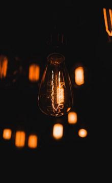普通发光灯泡高清图