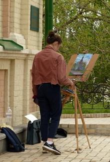 美女画家背影 美女画家背影大全高清图片