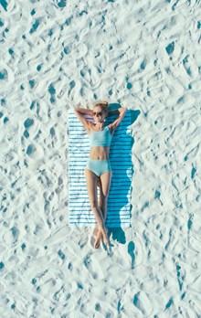 沙滩比基尼人体美女摄影图片