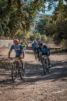 骑自行车比赛图片