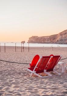 红色沙滩椅高清图片