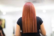 金黄色头发的美女背影精美图片