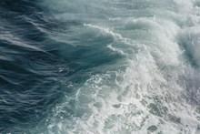 翻滚海浪图片大全