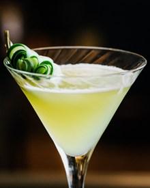 黄色的鸡尾酒高清图片