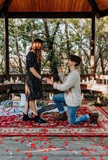男人求婚单膝跪地精美图片