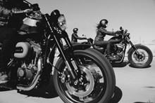 摩托车车手速度比赛图片