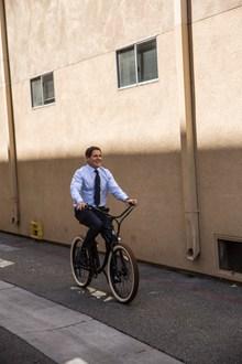 骑自行车西装男 骑自行车西装男大全高清图