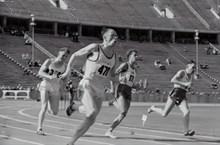 跑步田径运动比赛高清图片