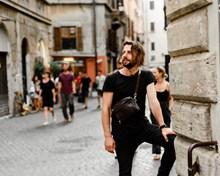 外国成熟男人街拍精美图片