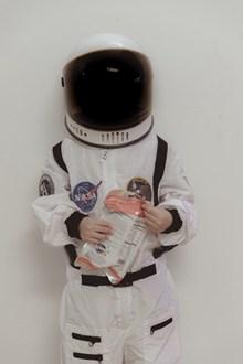 宇航员穿太空服高清图